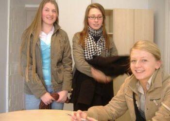 Eglė Bulotaitė, Vaineta Matelionytė ir Deimantė Butkutė mokė virš 100 Anykščių miesto mokyklų mokinių.