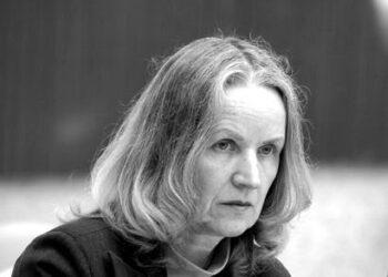 Antano Vienuolio gimnazijos direktorė Irena Adrukaitienė sako, kad ąžuolų sodinimas derintas net su architektais.