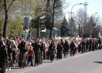Šventinėje eisenoje dalyvavo visų trijų Anykščių mokyklų mokiniai.