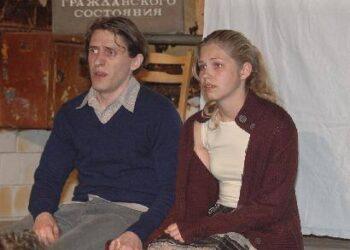 Nedas (Erikas Druskinas) ir Beta (Adelė Aglinskaitė) į gyvenimą žvelgia nuo stogo.