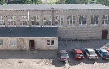 J.Biliūno gimnazijos sporto salė liko be ventiliacijos kaminų.