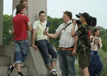 LRT žurnalistas Tomas ir LNK televizijos žinių operatorius Aidas fiksuoja kiekvieną kūrybinio darbo akimirką.
