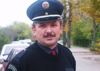 Rajono policijos vadovo Raimundo Razmislavičiaus buvimas J.Biliūno gimnazijos Taryboje nepadeda stabdyti nusikalstamumo šioje mokykloje.