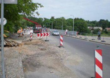 Pasirodo, asfaltą ant Anykščių tilto pylė tam, kad vėl supjaustytų.