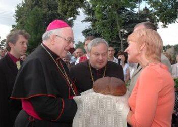 Nuncijus prie bažnyčios buvo sutiktas su lietuviška duona