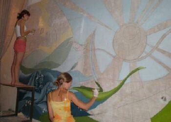 Kaimo vaikai ne tik dažė sienas, bet ir tapė paveikslus.