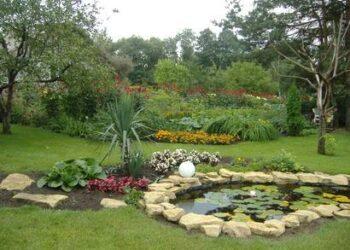 Gražiausiu Anykščiuose pripažintas Silvestros ir Virgilijaus Petronių sodas.