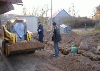 """Kavarsko kultūros namų direktorės vyrui nesinori, kad iškastus akmenis pasisavintų UAB """"Beržuona""""."""