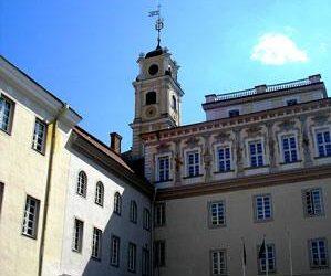 Atkurtas Vilniaus universitetas buvo pavadintas Stepono Batoro vardu.