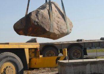 Iš kelio Andrioniškis – Viešintos iškastas akmuo įamžins du skrydžio oro balionu rekordus. Autoriaus nuotraukos.
