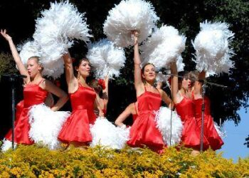 Anykščių miesto šventei – merginų šokis. Jono JUNEVIČIAUS nuotr.