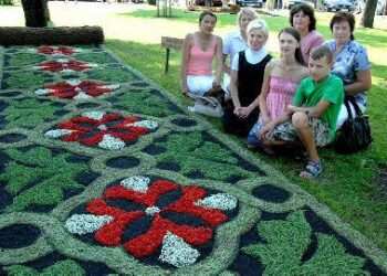 Floristinių kilimų konkurso nugalėtojas – Piktagalio kaimo bendruomenės kilimas Jono JUNEVIČIAUS nuotr.