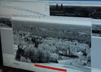 Taip per miškininkų kameras atrodo vaizdas esantis beveik už 7 kilometrų nuo stebėjimo kameros.