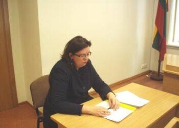 Raguvėlės pagrindinės mokyklos direktorė Vilma Diržytė sėkmingai atsilaikė prieš dar vieną socialdemokratų partijos puolimą. Autoriaus nuotr.