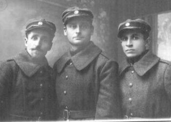 Lietuvos kariuomenės savanoriai. Centre – 1941 m. sukilimo Anykščiuose dalyvis Balys Kučiauskas, suimtas 1948 m., nuteistas 25 meus lagerio.