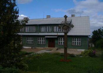 Staškūniškio mokyklos pastatai kainuoja vos 16 tūkst. 200 litų. Jonio JUNEVIČIAUS nuotr.