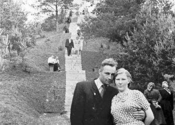 Anykštėnai Jono Biliūno antkapinio paminklo atidengimo iškilmėse 1958 m. vasarą prie Liudiškių kalvos. Izidoriaus Girčio nuotrauka.