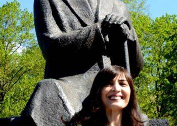 Rašytoją A.Vienuolį pagerbė Gruzijos ambasadorė Lietuvoje Khatuna Salukvadzė. Jono JUNEVIČIAUS nuotr.