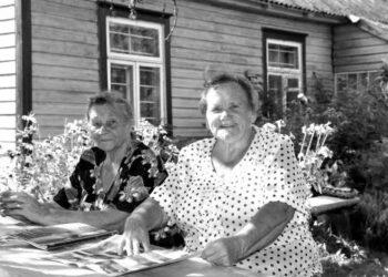 """""""Mums čia gera ir taip sunku būna su tėviške skirtis"""", - sakė Kalvelių kaime gimusios ir užaugusios seserys Elena ir Valė Olga Patapovaitės."""