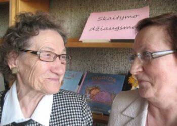 Turėjo apie ką pasikalbėti dvi bankininkės - Danutė Peželienė ir Birutė Visminienė. Autoriaus nuotr.