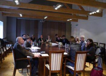 Scenaristai - Menų inkubatoriuje. Iš susirinkusių į Anykščius scenaristų tik du yra lietuviai.