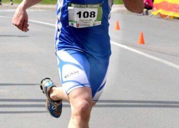 """Finišuoja 53 – iojo bėgimo """"Anykščiai – Puntuko akmuo – Anykščiai"""" nugalėtojas Andrius Pošiūnas. Autoriaus nuotr."""
