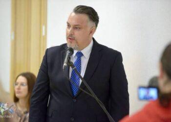 Tašką diskusijose apie rajono kultūros darbuotojų atlyginimus nusprendė padėti Vyriausybės atstovas Irmantas Umbražiūnas.