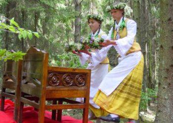 Ant Palatavio piliakalanio rengiamos karaliaus Mindaugo karūnavimui  paminėti skirtos šventės.