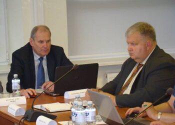 Savivaldybės administracijos direktorius Audronius Gališanka (kairėje) prakalbo apie nesusikalbėjimą su projektuotojais.