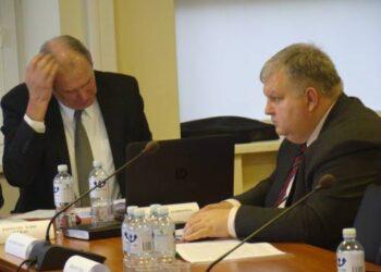 Savivaldybės administracijos direktoriaus pavaduotojas Ramūnas Blazarėnas (dešinėje) tikisi, kad kandidatų į miesto seniūnaičius dar atsiras iki ateinančio trečiadienio.