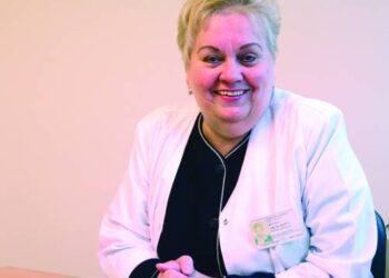 """Anykščių rajono savivaldybės ligoninės gydytoja endokrinologė Regina Arlauskienė sako, kad gydytojai prie pacientų mirčių nepripranta: """"Man labiausiai norisi, kad žmogus, atėjęs pas gydytoją, visada iš jo išeitų savomis kojomis..."""" Jono JUNEVIČIAUS nuotr."""