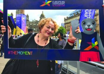 Poetė Rūta Mikulėnaitė - Jonuškienė Europos čempionato renginiuose Glazge, Škotijoje, kur šiuo metu ir gyvena.