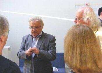 Klausimų profesoriui Vytautui Radžvilui anykštėnai turėjo ir pasibaigus renginiui.