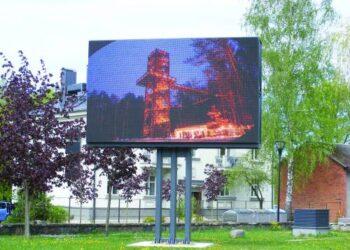 Lauko ekrane daugiausia reklamuojasi Anykščių rajono savivaldybei pavaldžios įmonės ir Anykščių SPA.