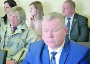 Buvęs Anykščių rajono meras Kęstutis Tubis kaltinamas, jog iš verslininkų reikalavo paramos savo visuomeniniam rinkimų komitetui. Dabar K. Tubis - Rajono tarybos opozicijos lyderis.