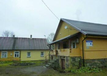 Padegtas namelis, kuriame įsikūręs Raguvėlės vaikų dienos centras, yra Suomijos fondo turtas. Dienos centrą lanko per dvidešimt vaikų.