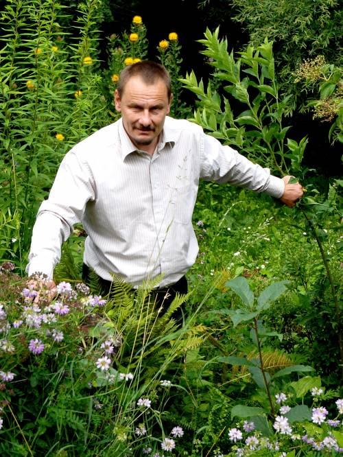 """Sigutis Obelevičius sako, kad reikia ypatingo savybių derinio, kad sektųsi auginti augalus: ,,Būtinas darbštumas, atsakomybė, kantrybė. Be šių savybių žmogus nebus nei sodininku, nei gėlininku""""."""