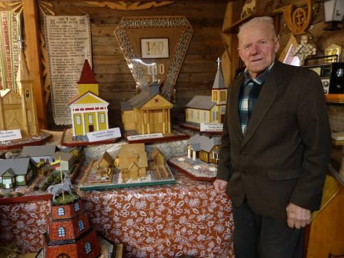 Tautodailininkas Bronius Tvarkūnas juokauja, kad dabar prižiūri Debeikiuose ištuštėjusį administracinį pastatą, nes jame veikia jo muziejus. Bažnyčių maketai eksponuojami nuosavoje klėtelėje.