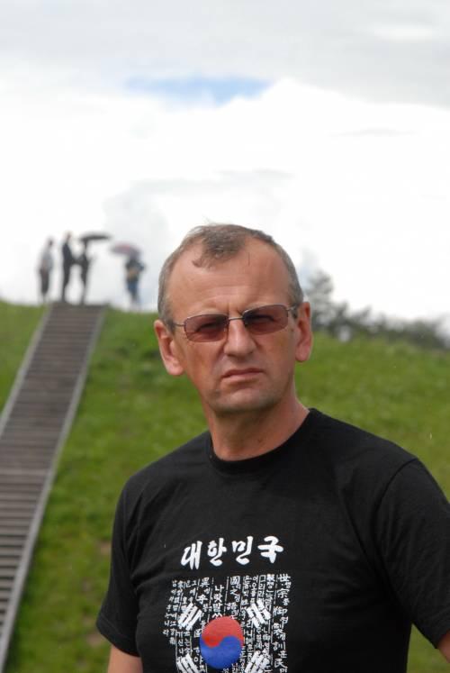 """Archeologo Gintauto Zabielos palikimas Anykščiams – ištirtas Šeimyniškėlių piliakalnis. """"Šeimyniškėliuose praleista pora dešimtmečių (pradėjau 1990 m.), tad tokius tyrimus tikėtis pakartoti kur nors kitur nerealu"""", - pasakojo archeologas."""