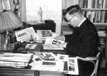 Kunigas, rašytojas, publicistas Jonas Kuzmickis – Gailius savo darbo kabinete Bradforde (Anglija) 1969 metais. Nuotraukas Svėdasų krašto (Vaižganto) muziejui padovanojo Rimantas Greičius, kopijas darė Vytautas BAGDONAS.