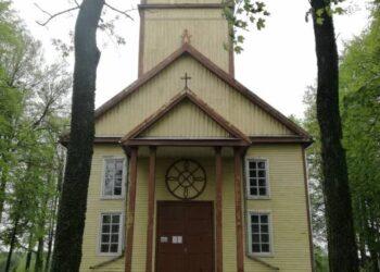 Užunvėžių bažnyčia bus naujai perdažyta.